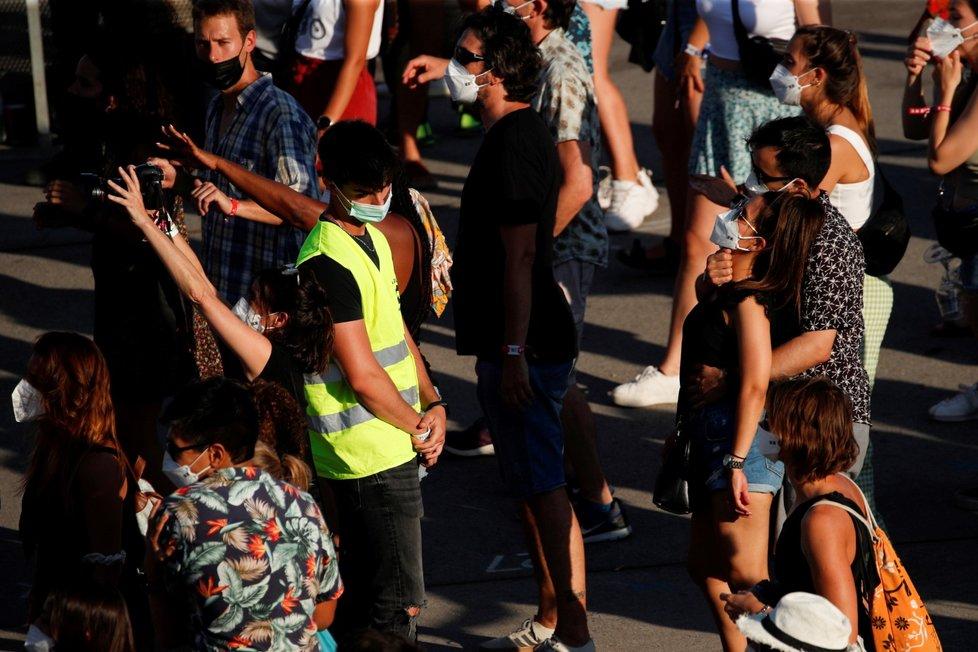 Koronavirus ve Španělsku: Večerní party mladistvých dělají vrásky epidemiologům (11.7.2021)