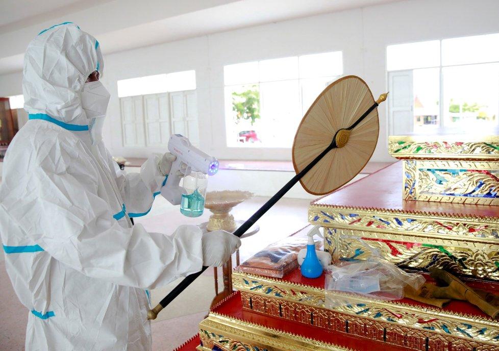 Kremace obětí koronaviru v Bangkoku