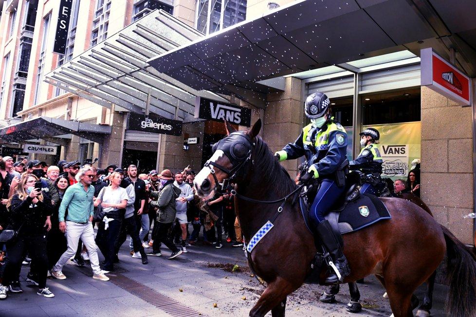 Tisíce lidí vyšly do ulic Sydney a dalších australských měst vyjádřit nesouhlas s přísnými restrikcemi