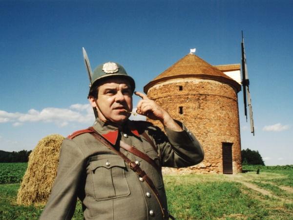 Erik Pardus alias nadstrážmistr Zahálka zemřel již v roce 2011. S Jarým studoval.