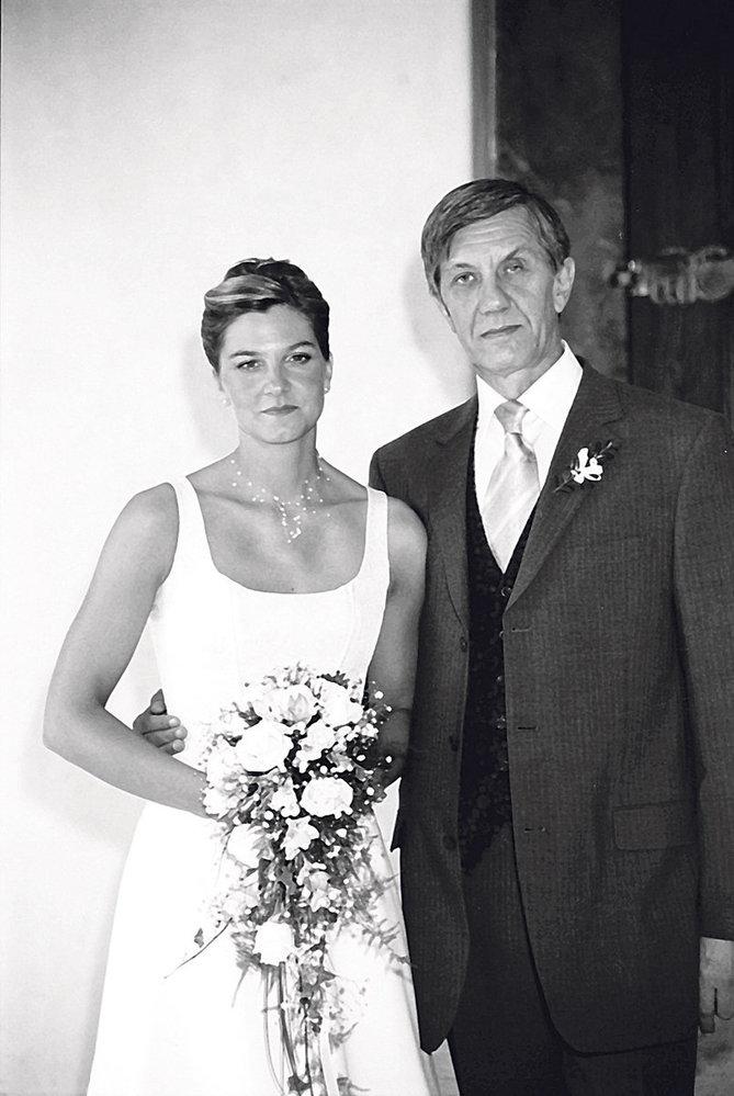 Ke svatebnímu oltáři dceru ještě dovedl. Vnuka už se nedočkal.