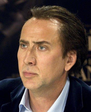 Nicolas Cage se soudí na několika frontách.