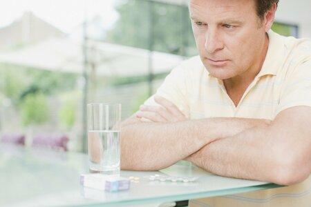 Zdá se vám muž bez elánu a chuti do života? Možná ho postihla andropauza, čili mužský přechod.