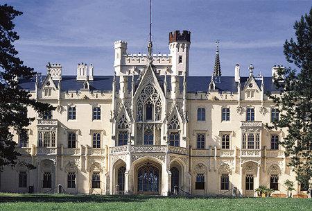 Skvost jižní Moravy - zámek Lednice - je nejnavštěvovanějším zámkem sezony.
