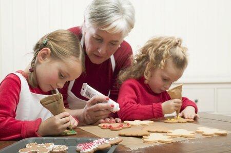 Do zdobení perníčků se ochotně zapojí i děti