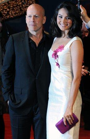 Bruce s novou manželkou Emmou očekávají potomka.