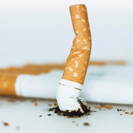 Pokud sněmovnou projde přísnjěší varianta protikuřáckého zákona, bude cigaretkám na mnohých veřejných místech konec