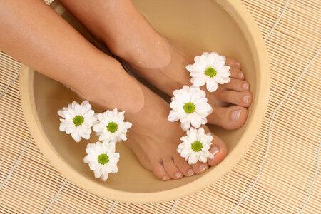 Krásné nohy jsou základ! Dopřejte jim po zimě neodkladnou péči a připravte je do letních sandálků!
