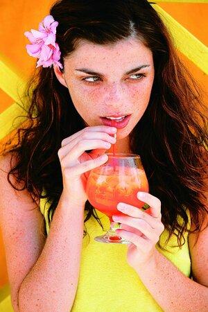 Svěží  ovocný drink v létě povzbudí