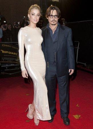 Amber Heard a Johnny Depp na premiéře Rumového deníku.