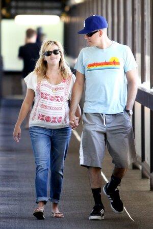 Tehdy ještě těhotná Reese s manželem Jimem.