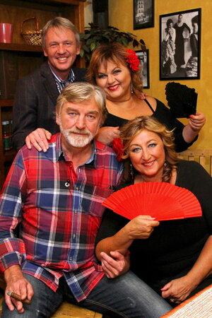 Zpěvačka, herečka a moderátorka Hanka Křížková uspořádá španělský večírek.