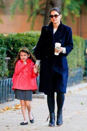 Rozvedená Katie Holmes chodí na vycházky s dcerou sama.