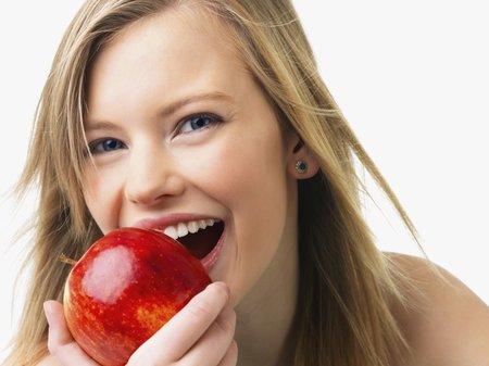 Dejte si před jídlem jablíčko místo předkrmu.