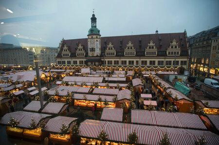 Jakmile se na hlavním náměstí Lipska setmělo, začala na návštěvníky trhů dýchat vánoční atmosféra.