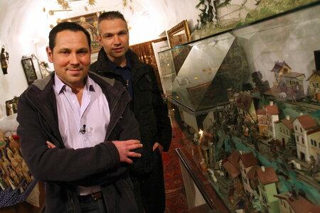 Ve druhém vánočním speciálu jako první soupeře pohostí zpěvák Pavel Vítek a jeho partner Janis Sidovský.