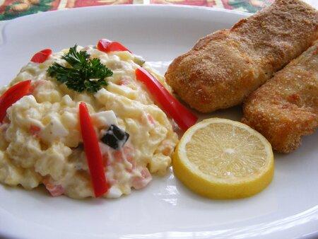 Bramborový salát, smažený kapr nebo řízek - to jsou tradice vánočního stolu.