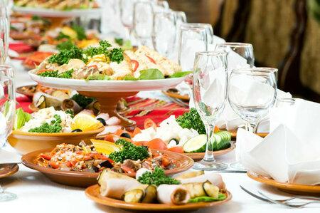 Na Silvestra vás čekají bohatě prostřené stoly