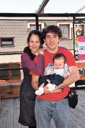 Matouš Ruml s manželkou Terezou a synem Nathanelem