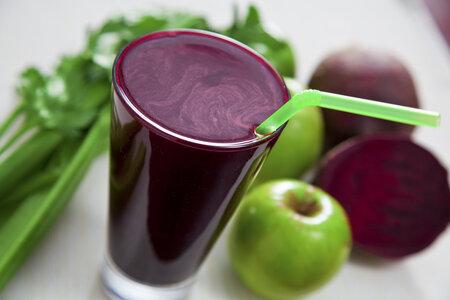 Na detoxikaci a následné hubnutí jsou dobré zeleninové šťávy.