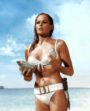 1962: Ursula Andress v jedné z nejslavnějších bondovských scén.