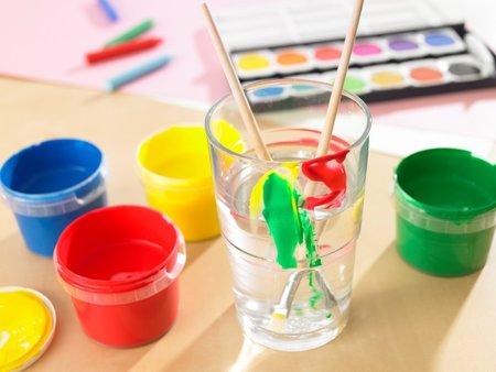 Zapomeňte na temperové barvy a skicáky! Vyzkoušejte malování na sklo, je to zábava pro celou rodinu!