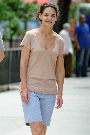 Katie Holmes vypadá bez make-upu jako cizí člověk.