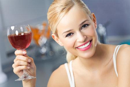 Růžové vín je ideální pití na horké letní dny i díky nižšímu obsahu alkoholu