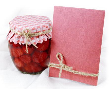 Domácí jahodový kompot udělá radost i jako dárek.