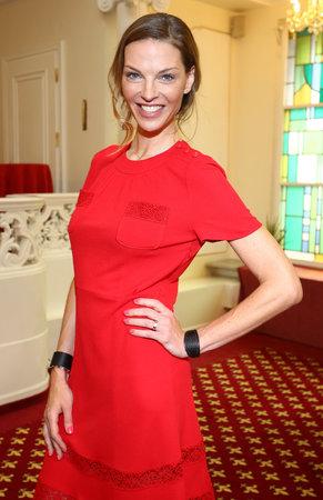 Pavlína Němcová v rudých šatech Louis Vuitton, které jí v létě přítel koupil na dovolené v Itálii.