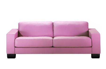 Jemně fialové sofa vnese do bytu jistou nadčasovost.