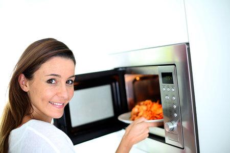 Mikrovlnná trouba není jen na ohřívání, dá se v ní i skvěle a rychle vařit.