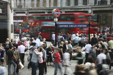 Londýnská Oxford Street je opravdovým rájem pro všechny shopaholiky.