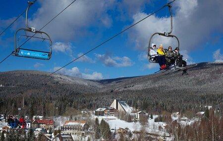 Silvestr prožitý na horách je oblíbený hlavně mezi mladými.