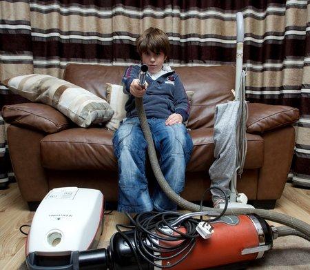 Henry vysávání přímo zbožňuje. Zvuk vysavače ho uspával už když byl malé miminko.