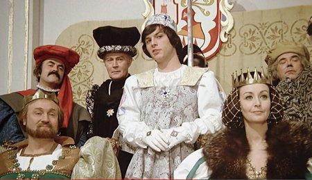 Postava královny byla pro německou herečku Karin Lesch první a zároveň poslední rolí, kterou měla.