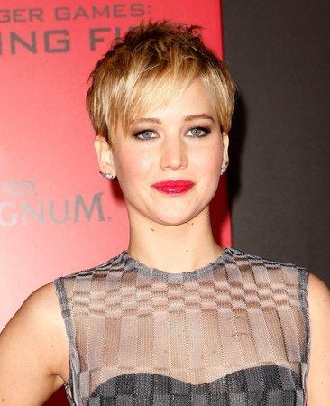 Jennifer Lawrence krátký účes sluší