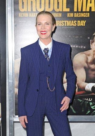 I při premiéře svého posledního filmu si oblékla kostýmek. Tentokrát to bylo v ryze pánském stylu a Kim absolutně nesedl.