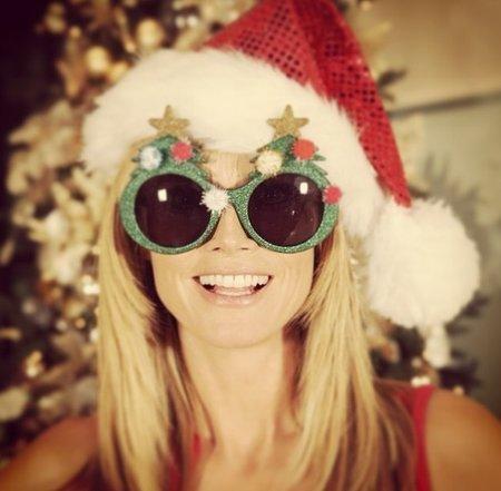 Heidi Klum si vánoční svátky užívá po svém.