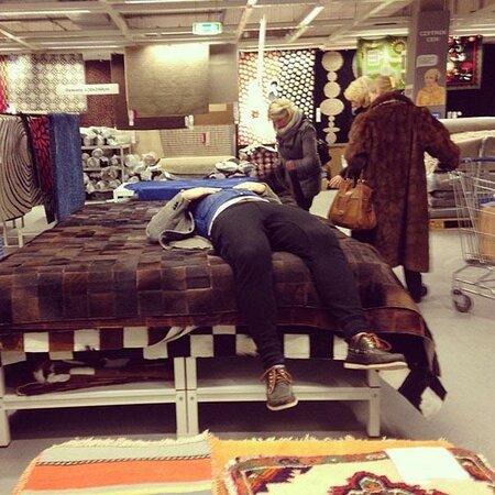 Ubozí muži: Takhle to dopadá, když muže vezmete na nákupy...
