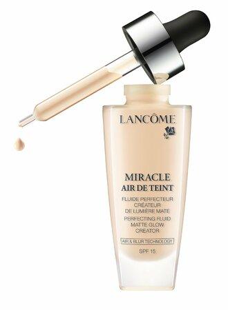 Lancome Teint Miracle Air de Teint, 1200 Kč, seženete ve vybraných parfumeriích