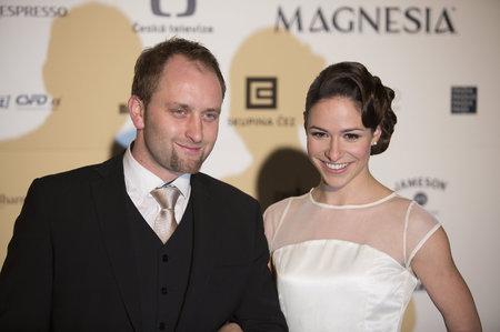 Herečka Veronika Kubařová přišla na Lvy s novým mužem. Je jím režisér Pavel Khek.