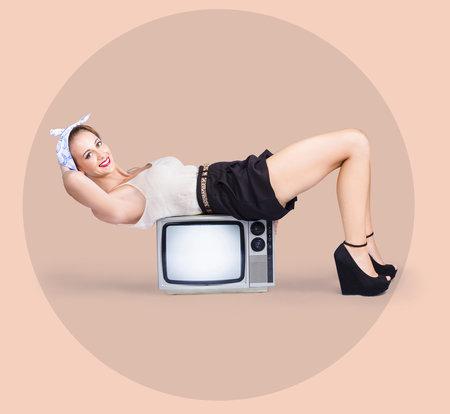 Spalujte kalorie i při koukání na televizi. Jde to snadněji, než si myslíte!