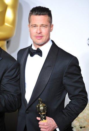 Brad Pitt se konečně dočkal zlaté sošky Oscara. Jen možná trošku jinak, než by si představoval.