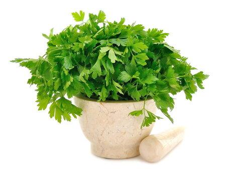 Nezapomeňte do směsi přidat nať či různé bylinky!