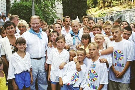 Vladimír Putin při návštěvě Artěku v roce 2001