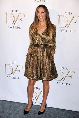 Sarah Jessica Parker (49) s rovnými vlasy vypadá na svůj věk, s účesem, který má objem, je hned o deset let mladší.