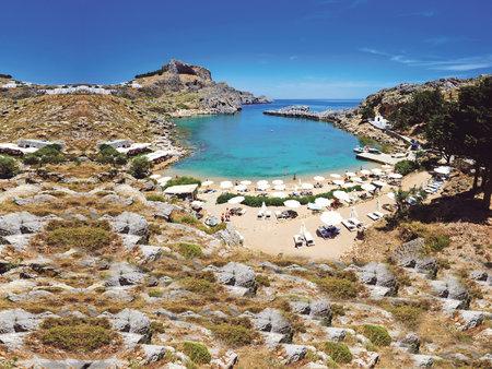 Zhruba uprostřed ostrova na východním pobřeží najdete jedno z nejhezčích měst celého Řecka – Lindos.