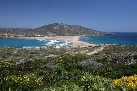 Na nejjižnějším výběžku poloostrova Prasonisi spojuje dvě pevniny široká pláž.