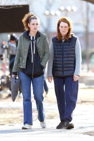 Kirsten Stewart a Juliane Moore budou v novém filmu oblečeny přesně podle Normcore stylu